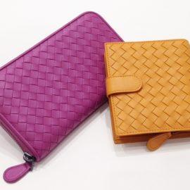 BOTTEGA VENETAのカラーな財布♪