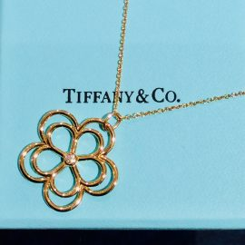 【TIFFANY &CO .】フラワー・*:.pink goldが気分.。.:・*